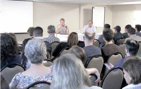 Fórum debate futuro das comunitárias na conjuntura nacional