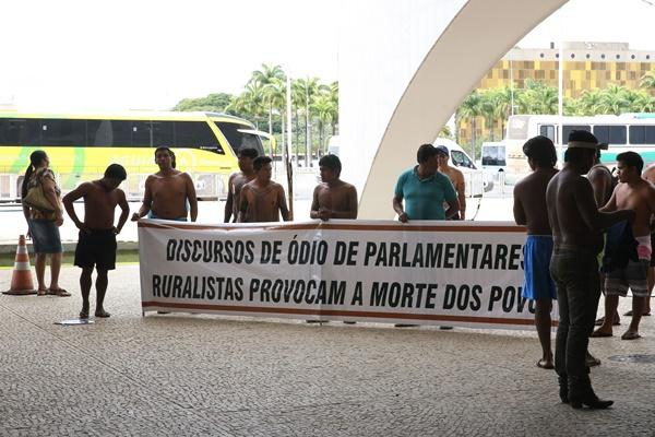 Ações da Frente Parlamentar Agropecuária e a violência contra os povos indígena são articuladas no Congresso