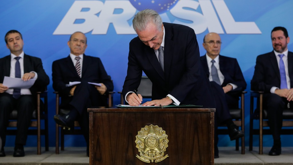 Presidente Michel Temer durante a assinatura de MP da minirreforma trabalhista