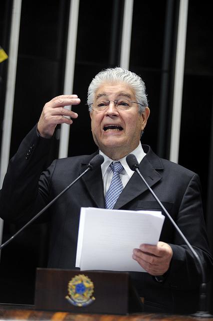 """Requião: """"Transformam uma concessão numa autorização e entregam R$ 100 bilhões de presente em patrimônio público. Perdoam multas… é um escândalo sem limite"""""""
