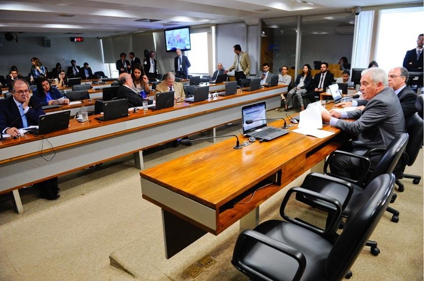Projeto que transfere patrimônio e perdoa dívidas das empresas, inclusive relativas a multas, foi aprovado na Comissão de Desenvolvimento Nacional (CEDN) sem votação no plenário do Senado