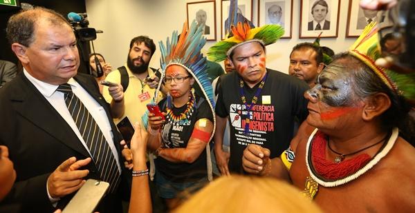 Alceu Moreira (PMDB/RS), que também incita latifundiários a expulsarem os indígenas, presidiu uma CPI na qual tenta criminalizar a Funai e o Incra