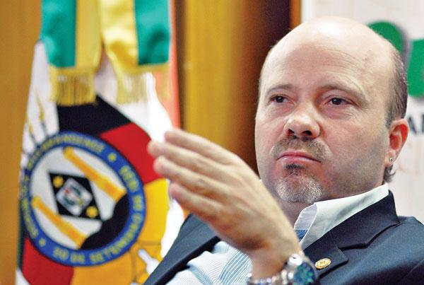 Marlos Santos: o déficit orçamentário do estado é uma farsa