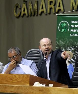 Paim e Bohn Gass, das Frentes Parlamentares de Defesa da Previdência: PEC 247 é inconstitucional