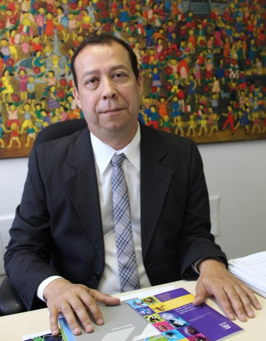 Jovens são os mais vulneráveis às redes sociais, alerta Soares, da Unesco