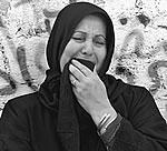 Mulher palestina chora a morte do jovem Mohamed Saleh, 22, alvejado pelas tropas israelenses na faixa de Gaza no início de abril