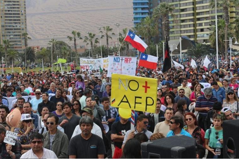 População protesta nas ruas e pede mudanças na previdência
