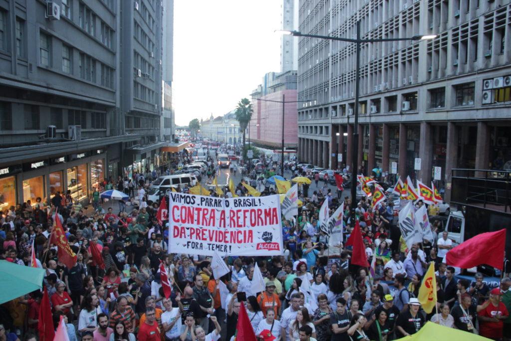 Ato contra as reformas e de organização da greve geral reuniu milhares na Esquina Democrática a partir das 17h