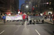 Manifestantes organizaram caminhada pela Borges de Medeiros até o Largo Zumbi dos Palmares | Foto: Igor Sperotto