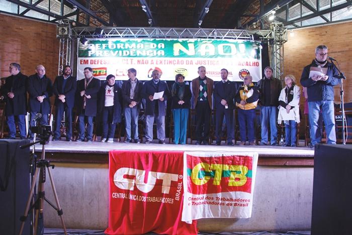 Reforma trabalhista mobiliza centrais sindicais