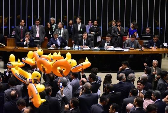 Terceirização da atividade-fim aprovada pela Câmara pode gerar onda de demissões no país | Foto: Zeca Ribeiro / Câmara dos Deputados