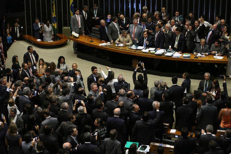 Após derrota do governo, sob pressão, Plenário aprovou urgência para reforma trabalhista em nova votação