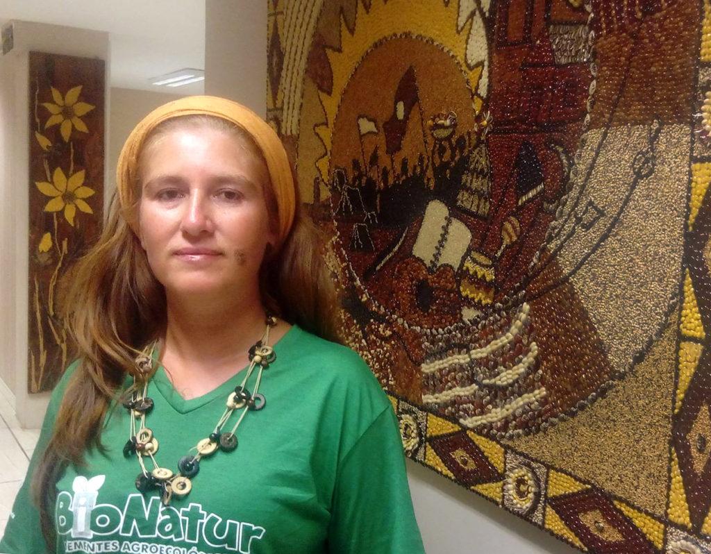 Roberta Coimbra, assentada em Piratini e integrante do grupo produtor de sementes