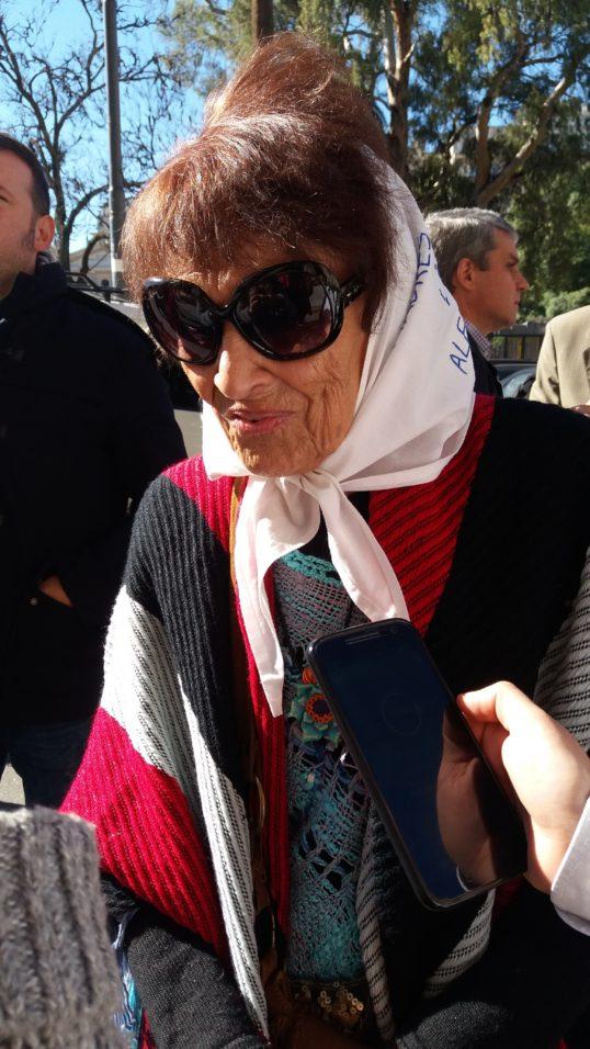 """""""Parece mentira que já leva 10 anos o julgamento"""", afirmou Lídia Estela Mercedes Miy Uranga, conhecida como Taty Almeida"""
