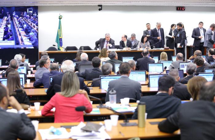Votação do parecer do relator sobre a reforma da Previdência deve se estender até quinta-feira