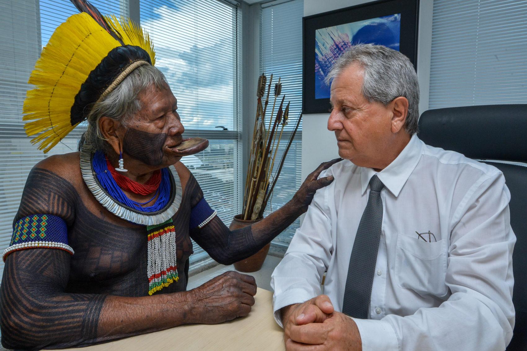 Os caciques Raoni Metuktire e Megaron Txucurramãe visitaram a sede da Funai em Brasília nesta segunda-feira em apoio ao presidente Antônio Costa: