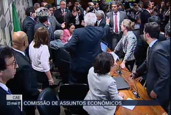 Reforma Trabalhista: reunião da CAE é suspensa depois de tumulto   Reprodução: TV Senado