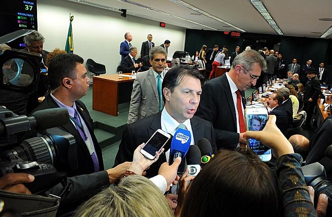 O relator da PEC, Arthur Maia (PPS-BA), cedeu a pressões e ampliou aposentadorias especiais a servidores do Congresso
