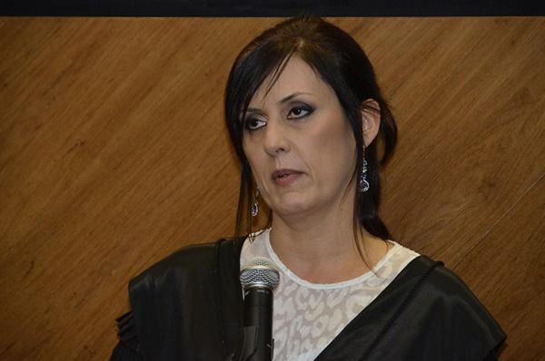 A desembargadora Beatriz Renck, presidente do TRT4, criticou a aprovação de uma reforma que suprime garantias a um trabalho digno sem prévia discussão com a sociedade