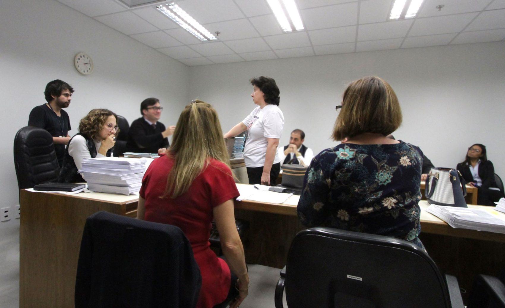 Audiência na 2ª Vara do Júri foi acompanhada por advogados e familiares do estudante Eduardo Fösch