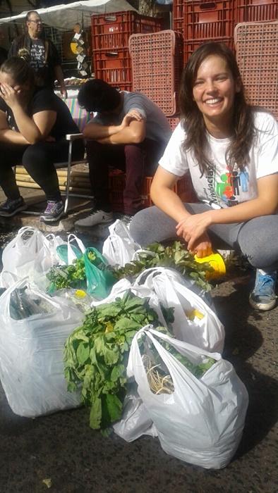 A bióloga Raquel Klein, frequentadora da Feira da Redenção, no Parque Farroupilha: preferência por alimentos saudáveis
