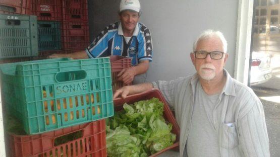 O produtor Jonato Moreira e o engenheiro agrônomo Bernardo Iochpe (D): determinação e resistência