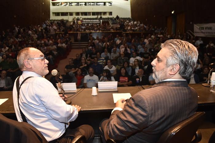"""Da Camino (D), com o deputado Pedro Ruas (PSol), proponente da audiência: """"defesa do interesse público"""""""