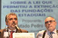 Da Camino (D), com o deputado Pedro Ruas (PSol), proponente da audiência: