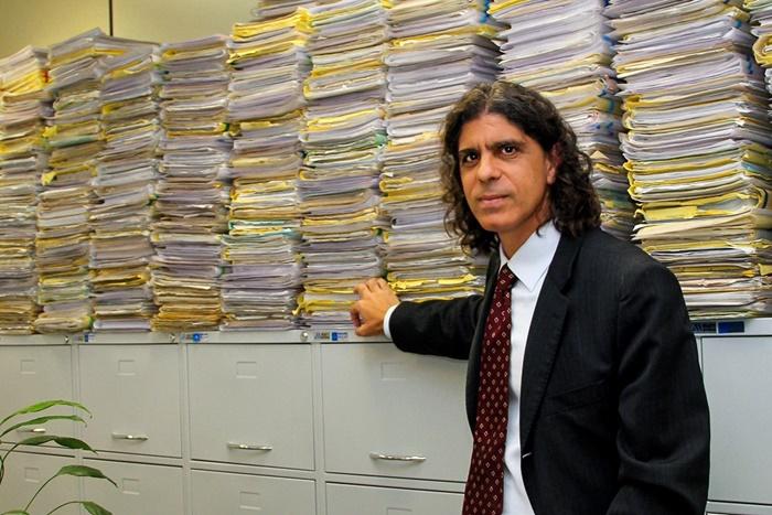 Em artigo, o juiz Souto Maior (foto), do TRT15, acusou o presidente do TST, Ives Gandra Martins Filho, de rifar direitos fundamentais e a Justiça do Trabalho ao defender a reforma