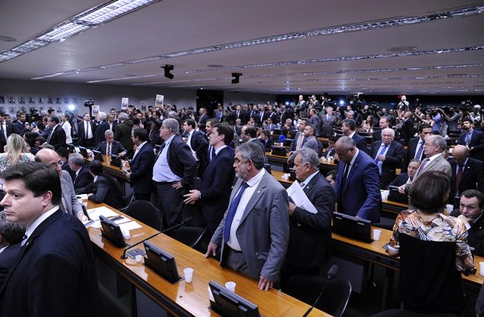 CCJ ratificou posição contra autorização ao STF para investigar Temer