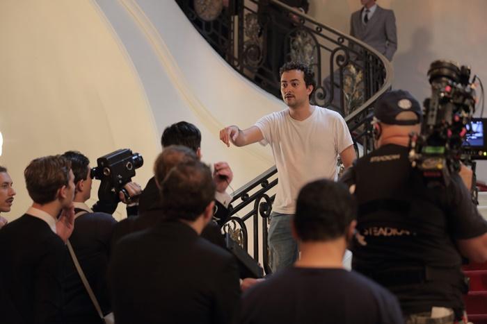 """O diretor Zeca Brito no set de Legalidade: """"O filme chega num momento em que há uma tentativa de destruir conquistas da população gaúcha. Do banco ao zoológico, querem vender tudo"""""""