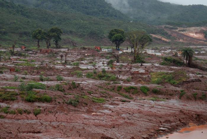 Dejetos de mineração atingiram o Rio Doce, passaram por 35 municípios mineiros e três capixabas, e 680 km de rejeitos desembocaram no Oceano Atlântico