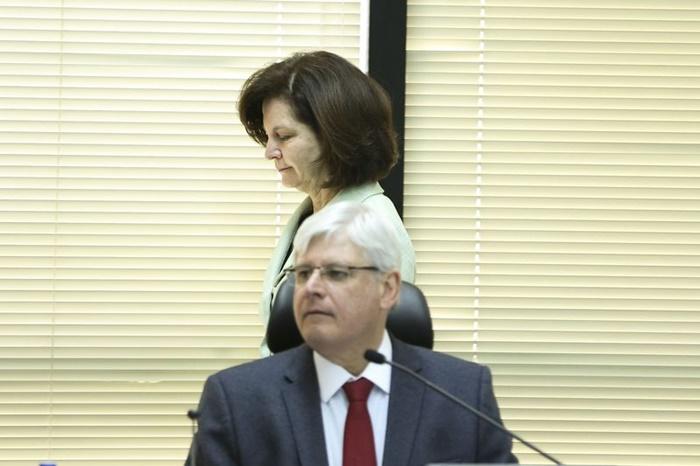 Janot, que deixa o cargo em setembro, e a futura procuradora-geral Raquel Dodge, durante reunião do Conselho Superior do MPF para analisar a proposta de orçamento