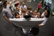 O robô de telepresença R1T1, primeiro da América Latina, chama atenção no pavilhão de exposição da 11ª Semana Nacional de Ciência e Tecnologia, em Brasília, em 2014, durante o governo Dilma | Foto: Marcelo Camargo/ Agência Brasil