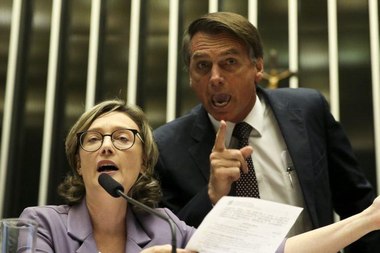 Em 2014 Jair Bolsonaro disse que a deputada não merecia ser estuprada por ser muito feia