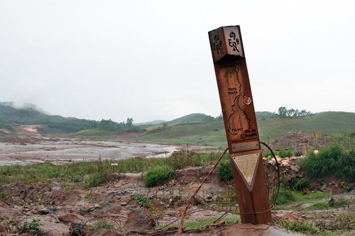 Estouro da barragem aniquilou cidades inteiras na região, como Bento Rodrigues, reduzida a escombros e um marco na Estrada Real