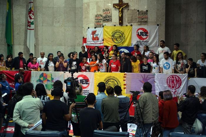 """Ocupação dos estudantes secundaristas e universitários na Câmara Municipal de São Paulo: """"Os jovens, se forem às ruas, derrubam este governo, como sempre derrubaram governantes ilegítimos"""""""