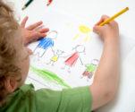 Crianças vítimas de violência nem sempre conseguem verbalizar o pedido de ajuda, alerta o psicólogo Cleon Cerezer | Foto: Stock Photo