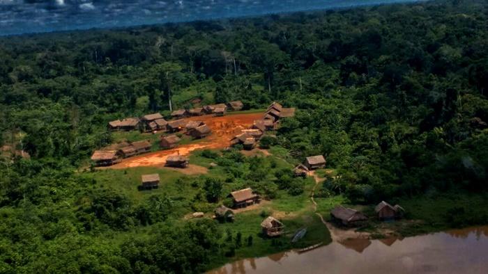 Lideranças da região apontam que ao menos 20 indígenas Warikama Djapar teriam sido atacados e mortos entre maio e junho deste ano por um fazendeiro invasor da Terra Indígena Vale do Javari. A região tem 8,5 milhões de hectares e vem sendo invadida por grileiros, mineradores e caçadores