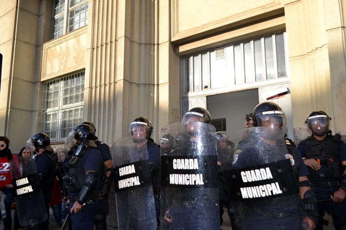Agentes da Romu cercaram manifestantes durante protesto junto à Secretaria de Administração