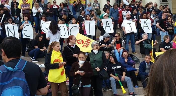 Com salários parcelados, magistério estadual está em greve desde o dia 5 de setembro