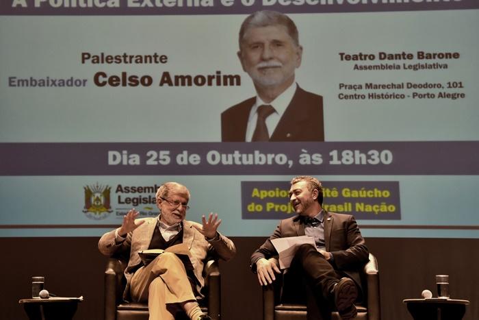 """Celso Amorim, com Edegar Pretto, presidente da Assembleia Legislativa: """"grupos internacionais ou estatais estrangeiras estão se apoderando de nossas riquezas"""""""