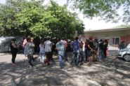 Assentados e acampados de diversas regiões do estado ocuparam o pátio do Incra contra corte de verbas previsto pelo governo federal | Foto: Igor Sperotto