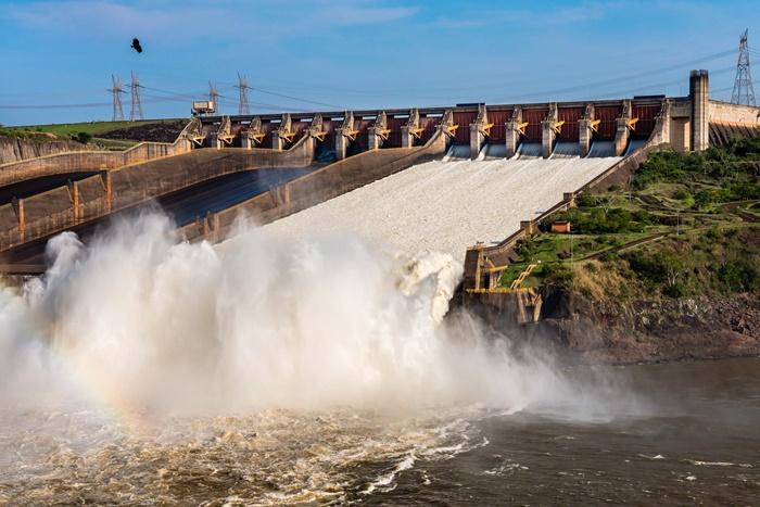Usina de Itaipu, no Paraná, não entraria no pacote de privatização da cobiçada Eletrobrás, mas o governo não especificou como faria essa exclusão