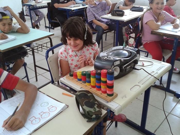 São raras as instituições de ensino que adequam sua estrutura e projeto pedagógico para a inclusão de alunos com deficiência. A EMEF Bruno Agnes, de Santa Cruz do Sul, é exemplar no sistema público