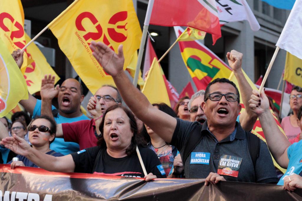 Ato unitário contra reforma reúne milhares de trabalhadores em Porto Alegre