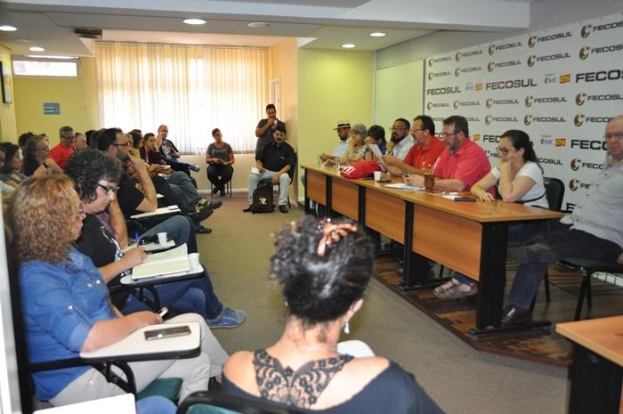 Encontro na Fecosul reuniu representantes de centrais sindicais e sindicatos por categorias