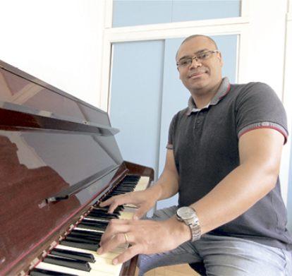 """O professor e regente de canto coral André Nascimento: """"a música é a minha essência"""""""