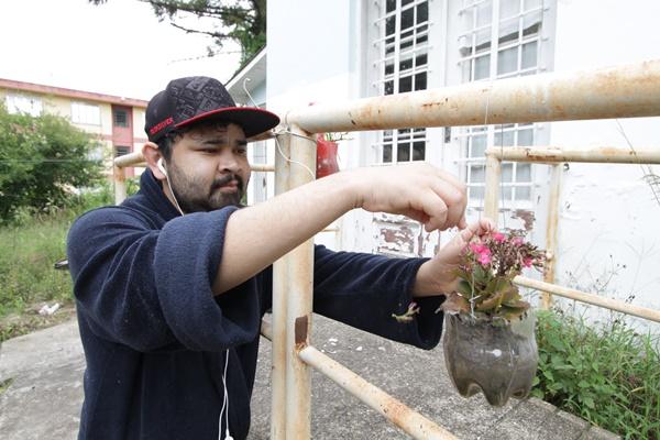 """Sebastião, 22 anos, que teve uma fibrose cística aos 12, espera por um transplante de rim após uma rejeição: """"A minha alegria é a esperança"""", diz"""