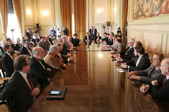 Governador reuniu a base aliada na Assembleia Legislativa e a bancada federal gaúcha para anunciar a oferta de ações do Banrisul e adesão do estado ao Regime de Recuperação Fiscal